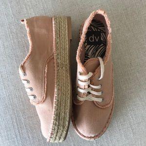 471697db244 Dolce Vita pale pink platform casual shoe 7